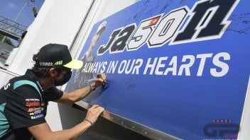 MotoGP: I piloti della MotoGP rendono omaggio a Jason Dupasquier a Barcellona