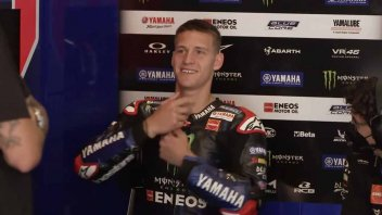MotoGP: VIDEO Quartararo scherza e si 'fa il fiocco' alla tuta Alpinestars