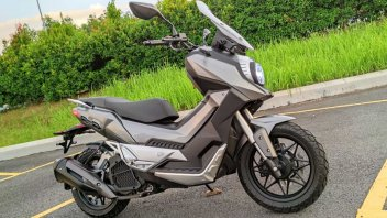 Moto - Scooter: WMoto Xtreme 150i: lo scooter che plagia Suzuki Katana e Honda X-ADV