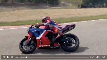 MotoGP: Marc Marquez è tornato in pista con una Honda CBR ed è una belva!