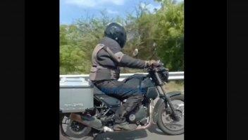 Moto - News: Royal Enfield Himalayan: foto spia della nuova versione stradale