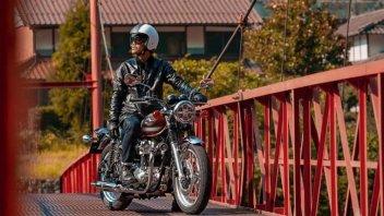 Moto - News: Kawasaki W800 MY2022: piccoli affinamenti alla vintage café