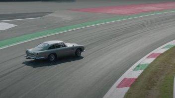 """Auto - News: Nico Hülkenberg """"violenta"""" la Aston Martin DB5 di 007"""