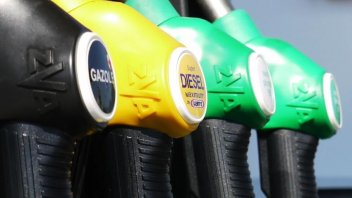 Moto - News: Impennata del prezzo della benzina, stangata per i motociclisti