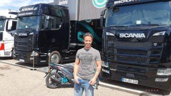 MotoGP: FOTO E VIDEO - Andrea Dovizioso ospite speciale di Petronas ad Aragon