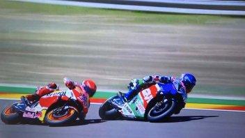 MotoGP: VIDEO La caduta di Marquez ad Aragon mentre superava il fratello Alex