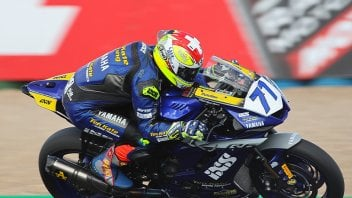 SBK: SSP600, Aegerter domina a Magny-Cours. Odendaal limita i danni