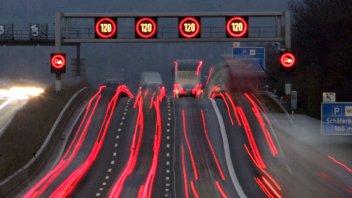 Auto - News: Autobahn: in Germania si pensa a introdurre dei limiti di velocità